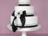 black-and-white-daisy-chain-wedding-cake